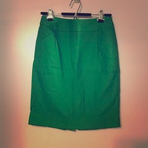 Green pencil skirt with pockets